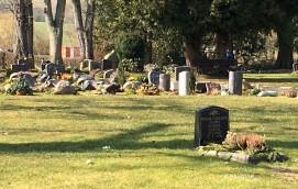 Friedhof mit Gräbern
