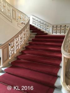Die rote Treppe im Schloß Schönhausen Berlin