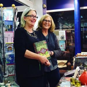 Gundi Gaab und Katrine Lihn präsentieren ein Kochbuch